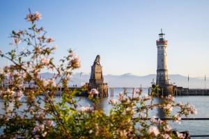 lighthouse-5794639_1920